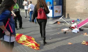 imgenes-de-la-brutal-agresin-de-dos-catalanas-pro-seleccin-espaola-de-futbol-por-separatistas-catalanes.-Lasvocesdelpueblo-4